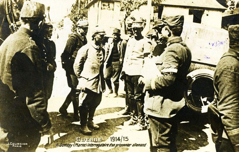 Guerre 1914/15 - A Somepy (Marne) interrogatoire d'un prisonnier allemand