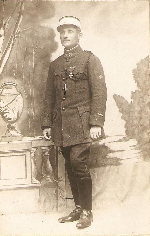 GARRET Simon (1878-1967) ancien du 4e Régiment de Zouaves, Sous-lieutenant (1914) puis Lieutenant (1917), au 105e Régiment d'Infanterie puis en 1916 aux Troupes Auxiliaires Marocaines.