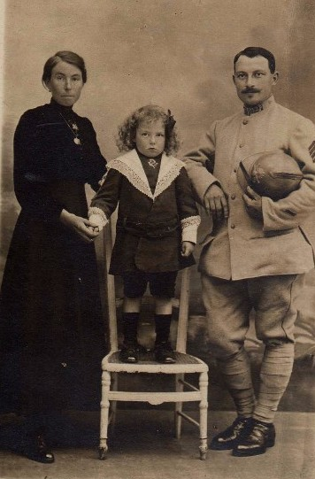 Famille pendant la Guerre - Collection privée