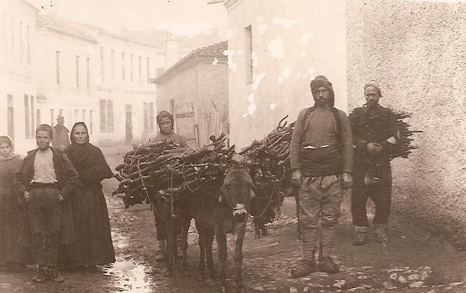 Carte photo militaire 1914 1918 - Orient - Serbie - Guevgeli 1915 - porteur bois et âne